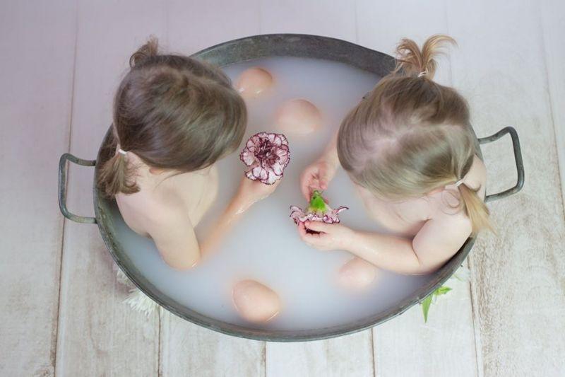 bain-de-lait-deux-enfants